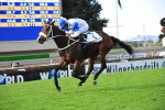 Juxtapose winning SA Oaks