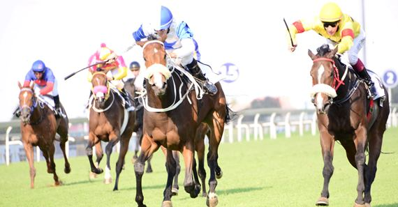 Juxtapose-wins-the-Gr1-SA-Fillies-Classic